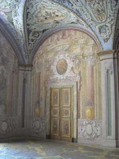 Chinoiserie on ceiling and Maiolic painted floor - Naples, San Martino Museum