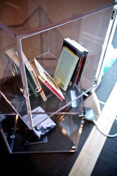 Pepi's #house #plexi #plexiglass #perspex #plastica #designtrasparente .Cubi, libreria, ed arredo su misura di plexiglas trasparente.