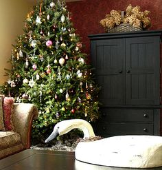 Google Image Result for http://homesickdesigns.com/wp-content/uploads/2010/12/Colorful-Christmas-Tree-Decorating-Inspirations-04-on-the-corner.jpeg