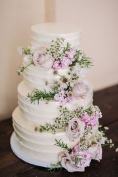 Cascading hydrangea and roses on an elegant white wedding cake.   Photography: Two Birds Photography - twobirdsphoto.com