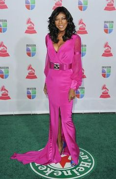 HIT: We love when women take risks at events with brigh and vibrant colors. Natalie Cole wore a fucsia dress that impressed everyone present. Photo: Getty Images