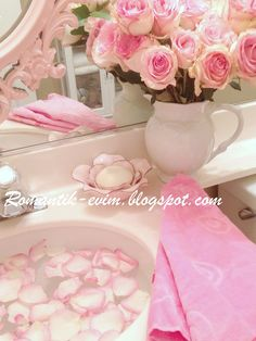 Pink bathroom Pastel Ev dekorasyonu Romantikev Romantik dekorasyon Romantik dekorasyon fikirleri Romantik banyo dekorasyonu Romantik ortamlar
