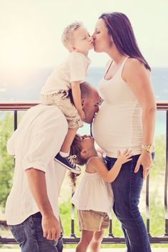 Maternity photography on Curacao by Madeline Hewitt Photography