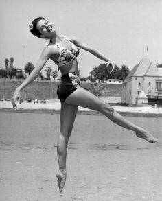 vintag, leg, beaches, ballet dancers, santa monica, movie stars, life magazine, cyd chariss, cydchariss