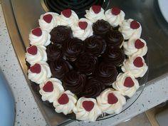 Valentines pull apart cupcake cake