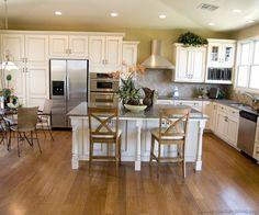 Traditional Antique White Kitchen Cabinets #05 (Kitchen-Design-Ideas.org)