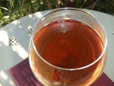 Licor de higos secos caseros. Ver la receta http://www.mis-recetas.org/recetas/show/35021-licor-de-higos-secos-caseros