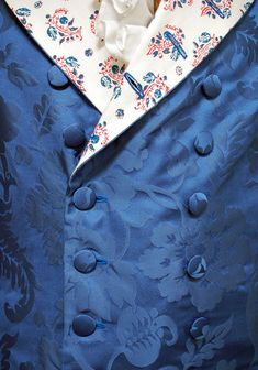 """Front detail of a reconstructed Blue silk damask Banyan with block printed lining. """"A man's Banyan of ca. 1750 reconstructed by Martin Ciszuk"""". Article from Duran Textiles: http://www.durantextiles.com/newsletter/documents/news_6be_07.asp"""