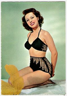 Oh-la-la, what an eye-catchingly alluring two-piece. #vintage #beach #summer #swimsuit #model #1940s #1950s