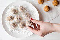 Hazelnut, apricot, dates and coconut truffles for La Presse+