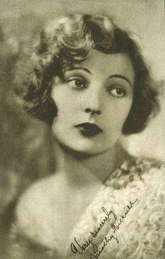 Flapper Hair - Fingerwaves 1920's. Curls like this in front, bun in back?