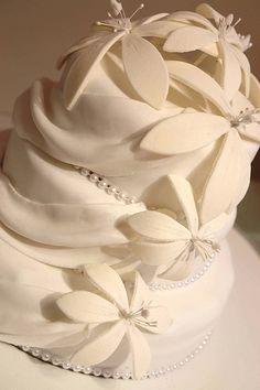 Lovely Wedding Cake #dental #poker