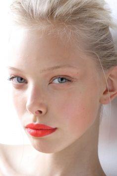 minimal makeup + bold lip