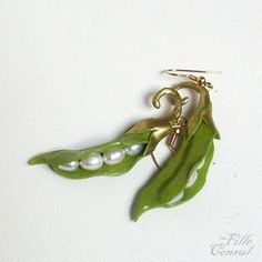 Peas pods earrings  by La Fille du Consul