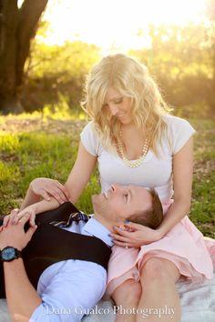 Engagement picture ideas. Vintage engagement. Couple photography. Cute couple picture ideas.