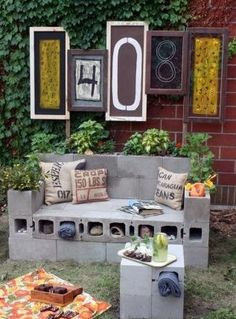 Cinder block garden furniture @Maribel Guerra Guerra Guerra this would look cool at the Ranch!