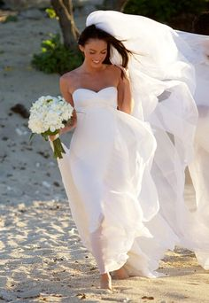 #MeganFox wore a flowing silk chiffon #ArmaniPrive gown and skipped shoes for her walk in the Hawaiian sand. http://www.instyle.com/instyle/package/general/photos/0,,20464370_20403733_20946252,00.html