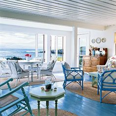 Cool blue and white is the classic coastal cottage color scheme
