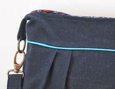 Pleated messenger messenger bags, tote bag