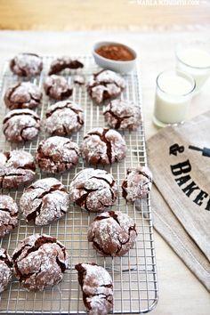 Gluten Free Chocolate Crinkle Cookies   FamilyFreshCooking.com