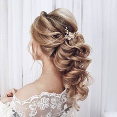 Jedna z fryzur których będę Was uczyć na szkoleniach stacjonarnych  jak dobrze pójdzie to pod koniec przyszłego tygodnia otworzę zapisy! Stay tuned  ---------------------------------------------- #blondehairstyles #blondebride #bridalhairstyles #bridalhairstylist #hairstylistsofinstagram #hairdoprewedding #hairdobridal #hairdostylist #hairdresserlife #hairdresserpower #hairdresseronfire #weddinghairstyles #weddinghairinspiration #weddinghairinspo #bridalhairinspo #bridalhairideas #hairstylesforw
