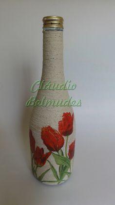 Garrafa de vinho decorada com barbante e decoupagem