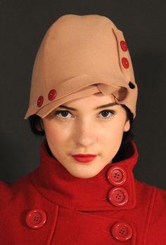 para el té con el sombrerero loco, flat pattern felt cloche #millinery #judithn #hats