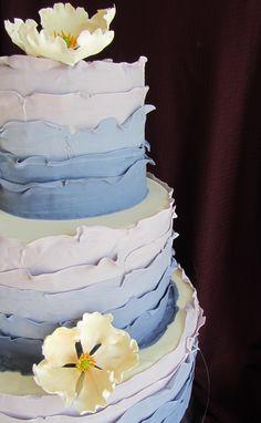 Nice ocean wedding cake frosting idea.