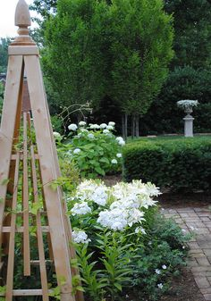 Love these wood trellises