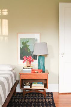 8 Tips for Styling a Nightstand