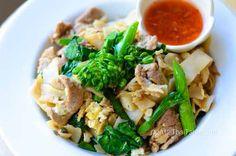 thai pad, thai noodles, chili sauc, chilis, thai recipes, noodle dishes, comfort foods, asian, fried rice