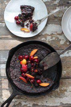 FLOURLESS BLACKBERRY CHOCOLATE CAKE