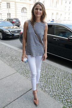 white fashion, outfit, keri russell, casual styles, white pants, casual looks, white jeans, classic, stripe