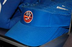 Islanders visor with team logo: Perfect for a sunny day out on the golf course!