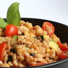 Insalata di farro con ceci e pinoli #italianrecipes #italianfood #recipes  #light #healthyfood