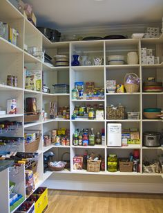 Pantry - Hungry, hungry kids needs a lot of space for all of their food. A large pantry is a MUST!