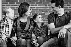 Family photo ideas on pinterest 55 pins for Urban family photo ideas