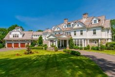 Colonial, with a touch of Shingle style