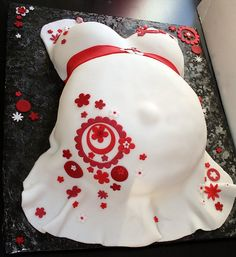 Retro baby belly cake