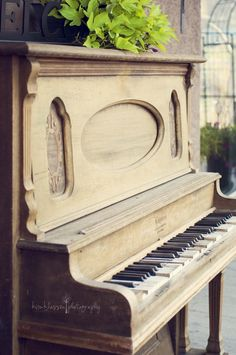 Love old pianos!