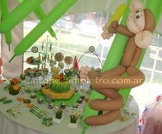 Monito en la palmera.Monkey ballon. Table dessert. Jungle party. http://antonelladipietro.com.ar/blog/2011/11/animales-de-la-selva/