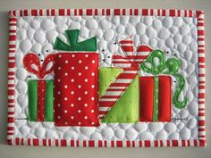 #Christmas #Quilted Mug Rug with #applique #presents