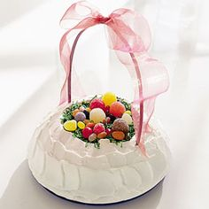 Easter Basket Cake - I love this for S's Easter time birthday this year.