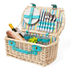 I can't tell you the last time I had a picnic, but I feel like I need this!