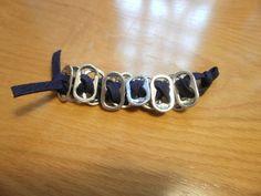 Cómo hacer una pulsera con anillas de lata | Aprender manualidades es facilisimo.com