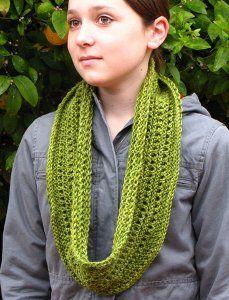 emerald islecowl, emeralds, free pattern, isl cowl, knitting patterns, knitted scarves patterns, cowl knit, cowls, knit pattern
