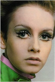 Twiggy photographedby Traeger for Vogue UK, 1967.