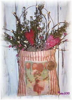 Primitive Valentine hanger