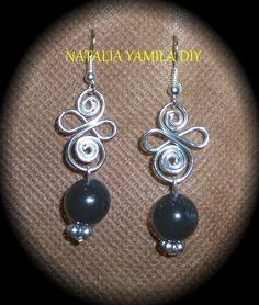 Aros pendientes artesanales de cuentas y alambre forjado . Ver tutorial . handmade beads and wire earrings https://www.facebook.com/photo.php?fbid=306388872863869&set=a.196968537139237.1073741839.172060006296757&type=1&theater