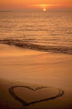 another cool heart on the beach.  I love the ocean.  I love it best sitting there alone